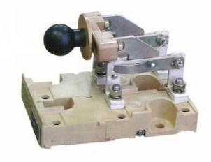 Рубильник с передней несъемной рукояткой ВРА-1-1-12600